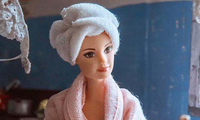 Как выглядели бы Барби и Кен, если бы жили в коммуналке