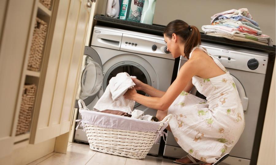 Зачем класть таблетки для посудомойки в стиральную машинку