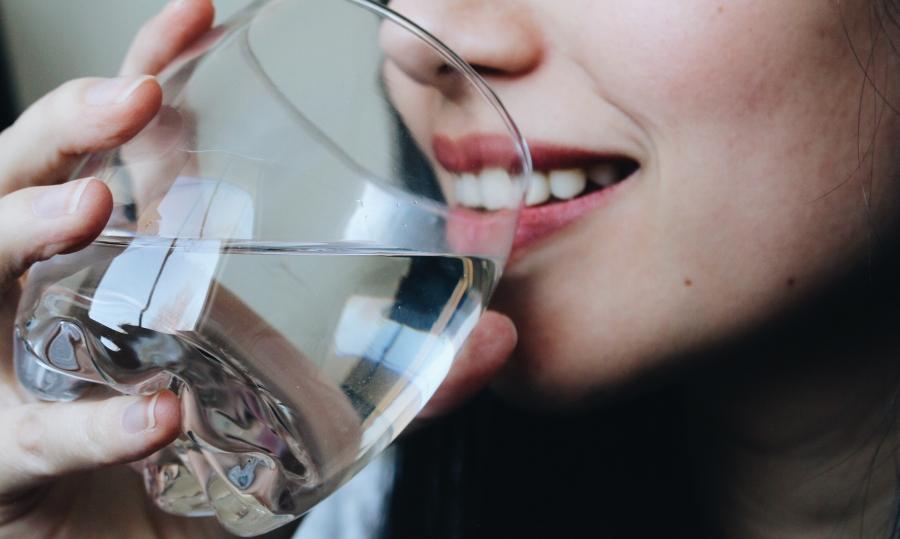 Почему на самом деле крещенская вода долго не портится